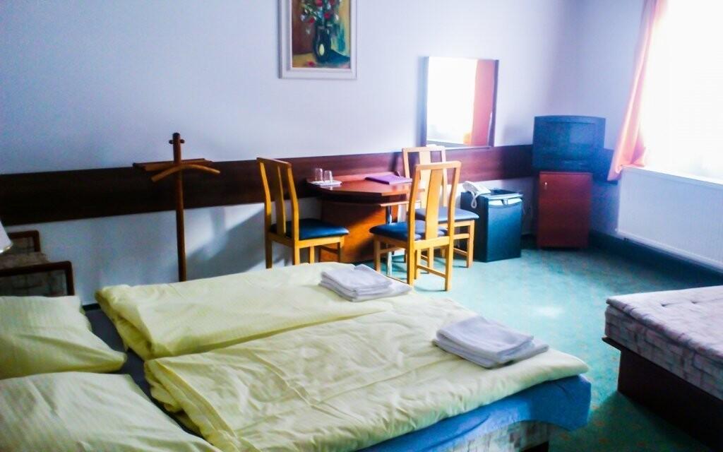 Pokoje jsou pohodlně vybaveny