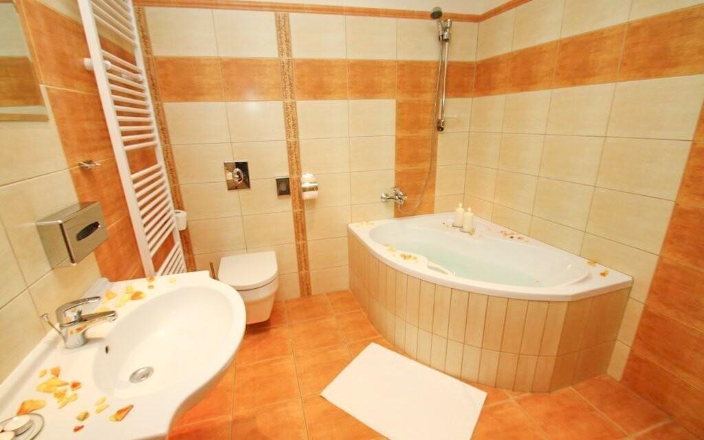 Moderní koupelna v pokoji je samozřejmost