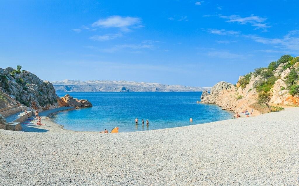 300 metrů od hotelu máte novou pláž Tatinja