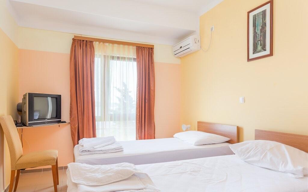 Pokoje mají možnost až dvou přistýlek a balkonu