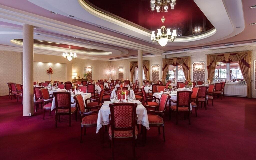 Hotelová restaurace je ve dvou stylech