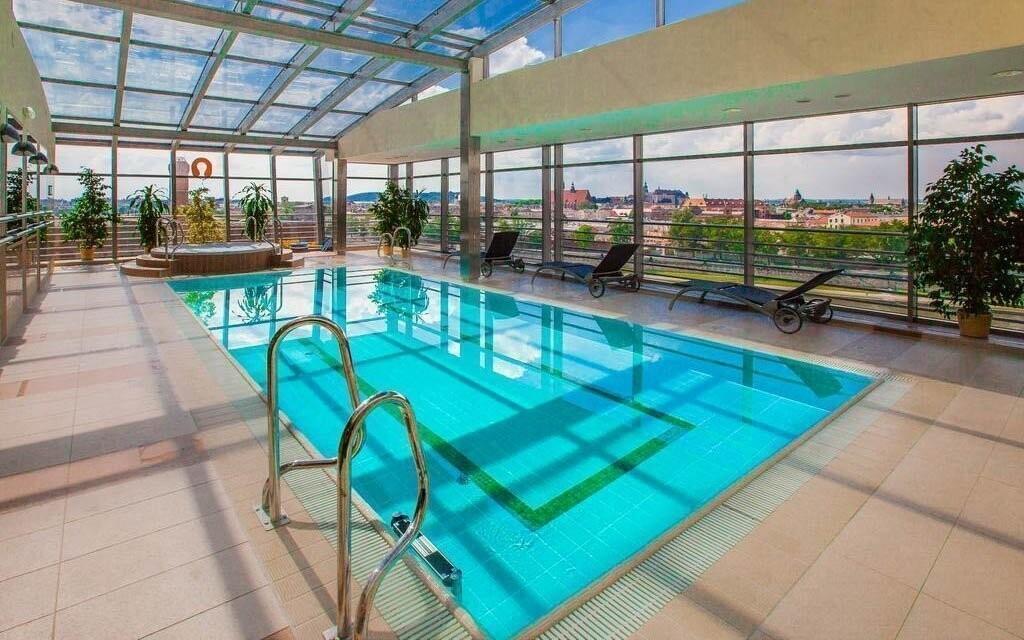 Vo wellness s bazénom si skvele oddýchnete