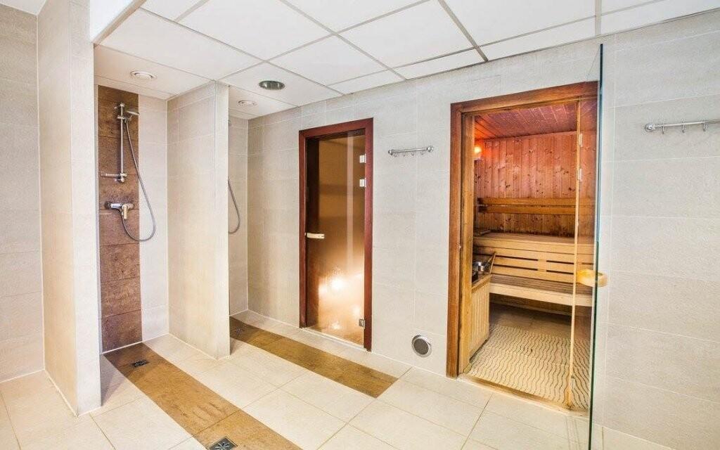 K dispozícii je aj sauna, para a posilňovňa