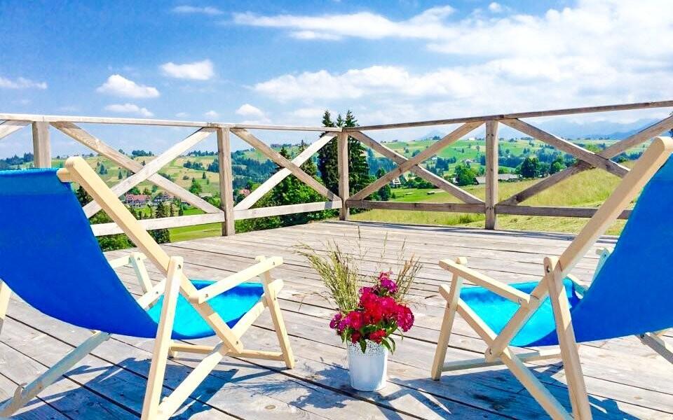 Posedět můžete na terase či zahradě