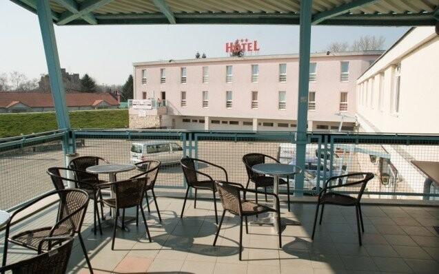 Amstel Terasa hotel Gyor Madarsko PObyt