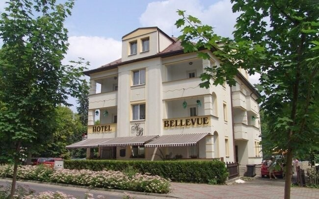 Hotel Bellevue *** leží jen 200 metrů od jezera