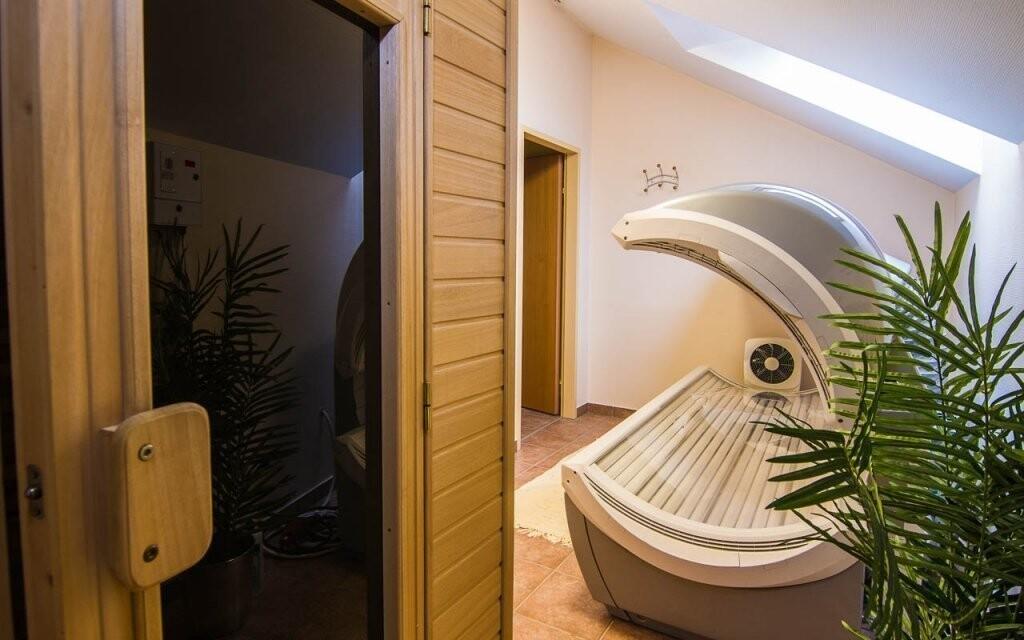 Užijte si hotelové wellness se saunami a soláriem