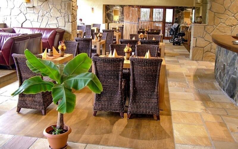 V hotelové restauraci si pochutnáte na různých dobrotách