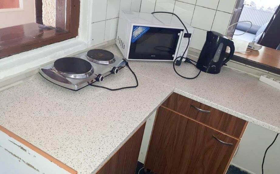 Vybavená kuchynka v apartmáne Horskej chaty Orlice