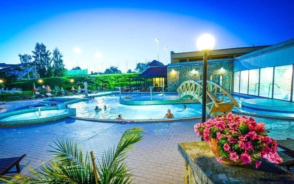 Užijte si bazény s termální vodou