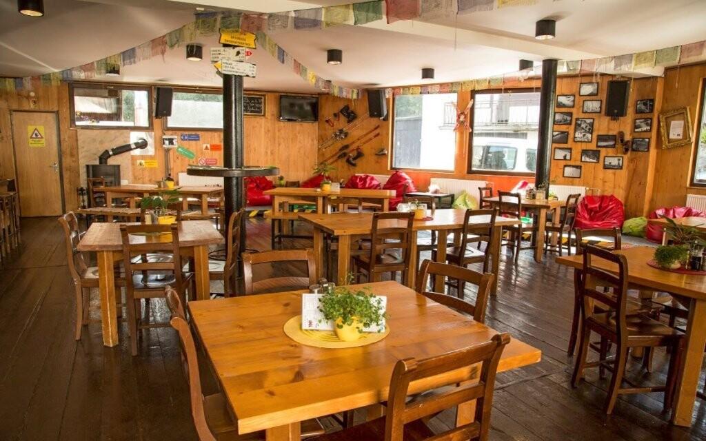 Restaurace a místo k posezení v Hotelu SKI