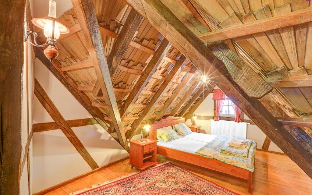 Dobové pokoje jsou komfortně vybaveny
