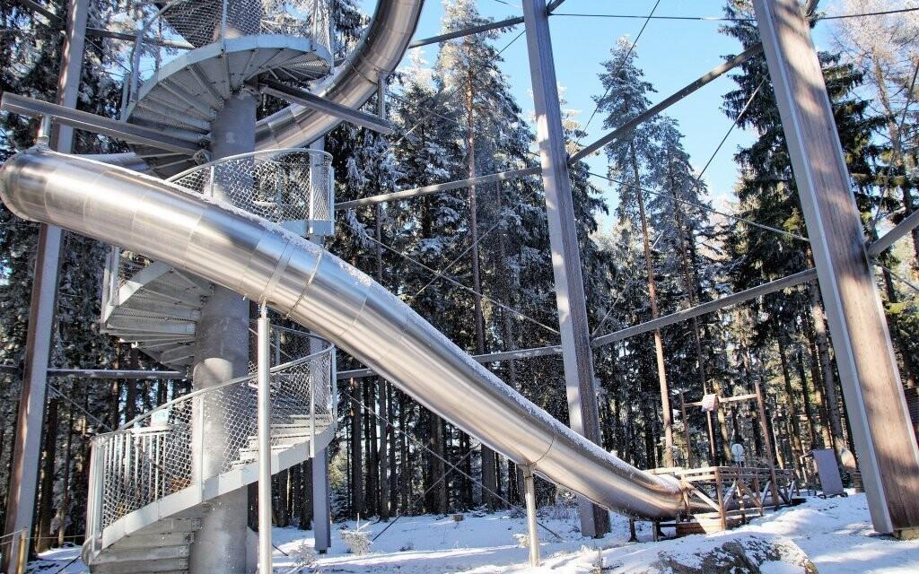 Chodník korunami stromov môžete navštíviť aj v zime