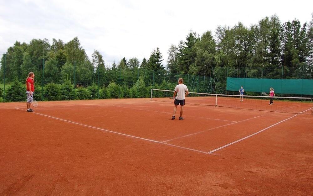 Na tenisovém kurtu si můžete zahrát každý den