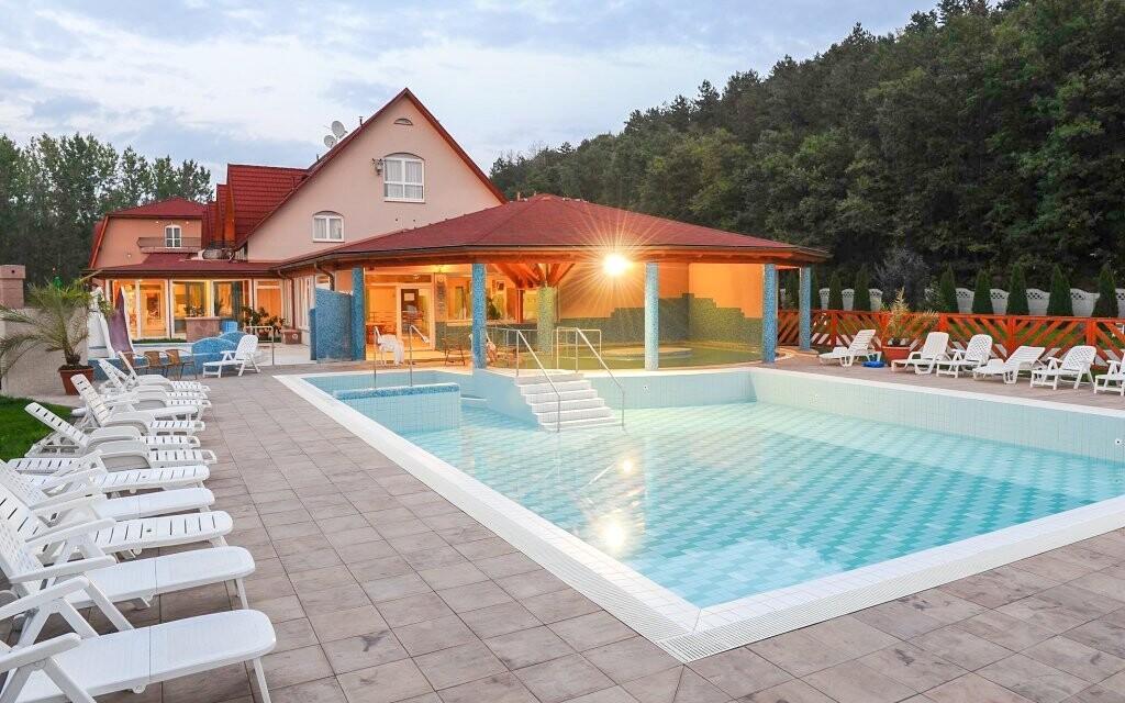 Venkovní bazény si užijete i za sychravého počasí
