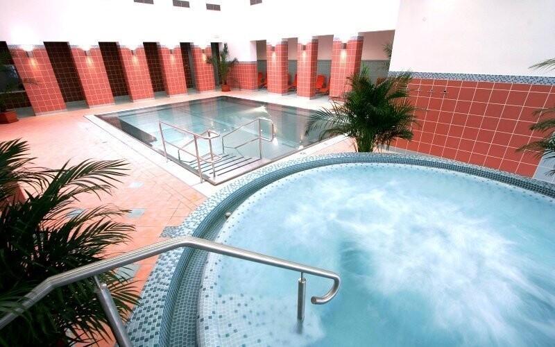 Kúsok od hotela leží Spa & Aquapark Turčianske Teplice