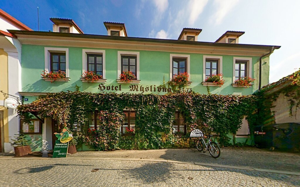 Hotel Myslivna *** stojí v centre Třeboně