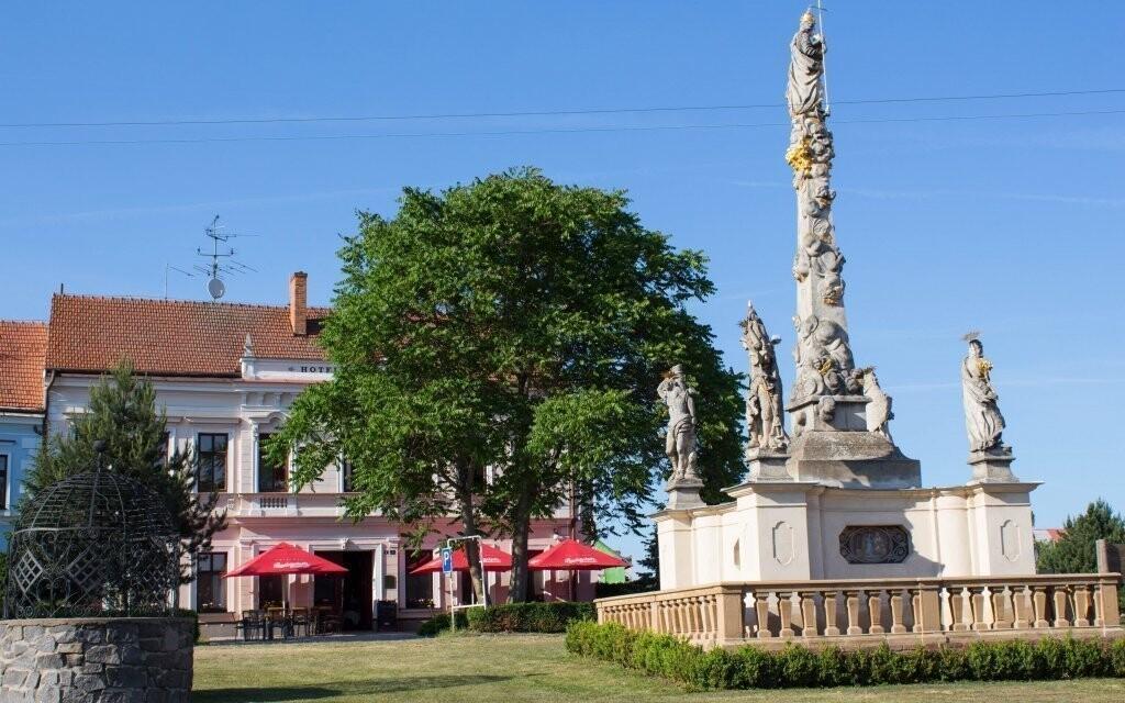 Hotel najdete přímo v historickém centru obce
