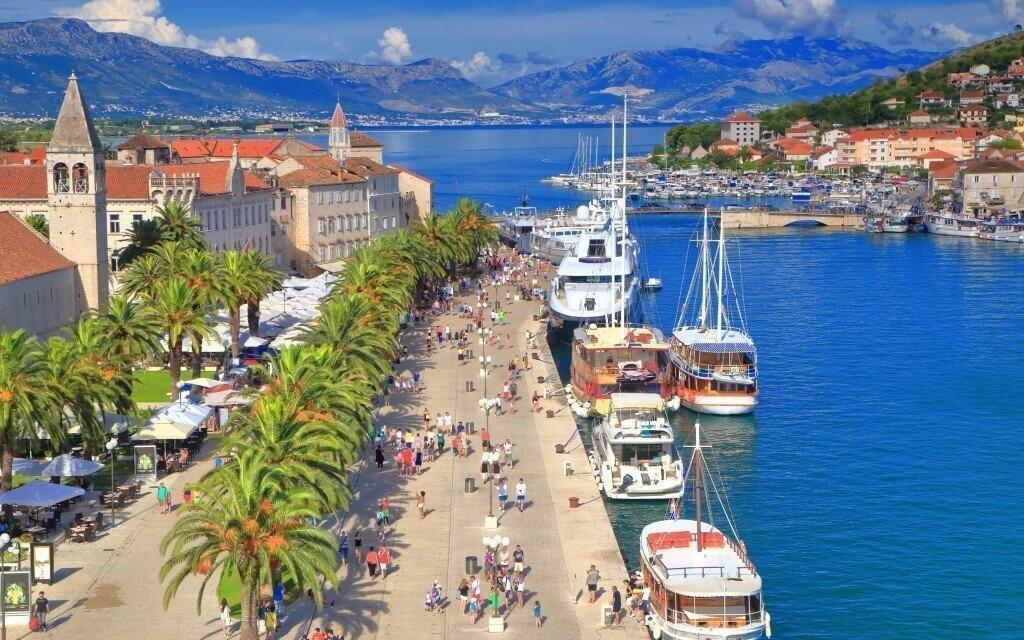 Na výlet můžete zavítat do historického městečka Trogir