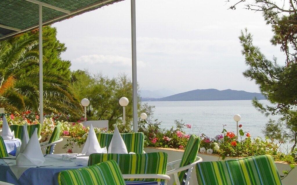 Terasa restaurace s výhledem na moře
