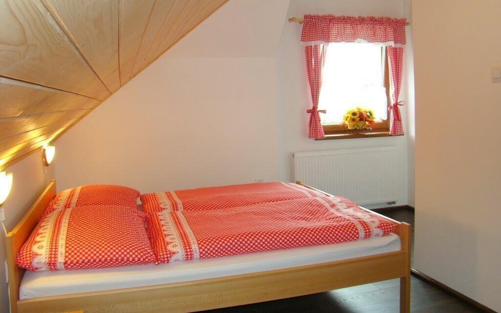 Ubytovaní budete v příjemně zařízených pokojích
