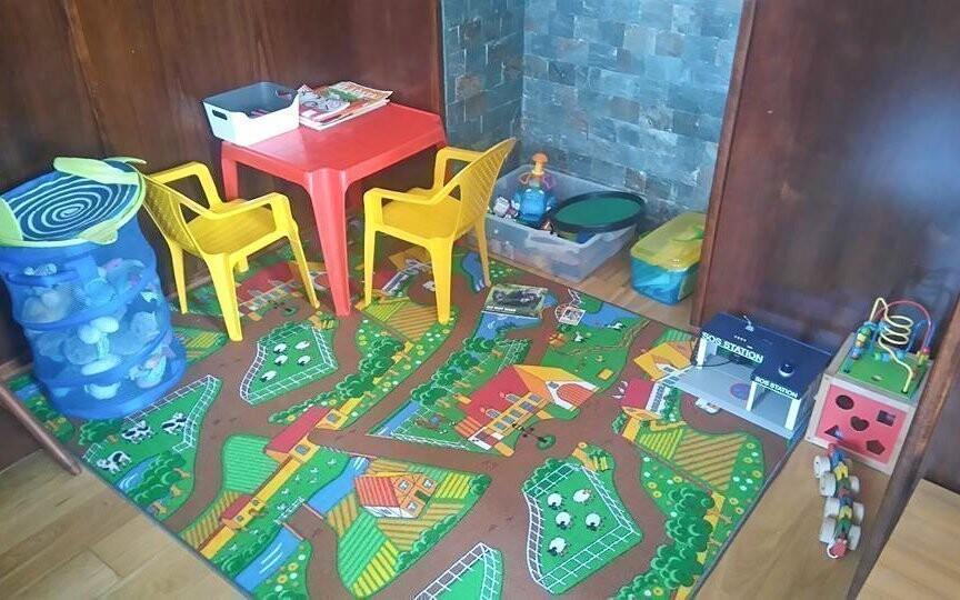 K dispozici je i dětský koutek plný hraček