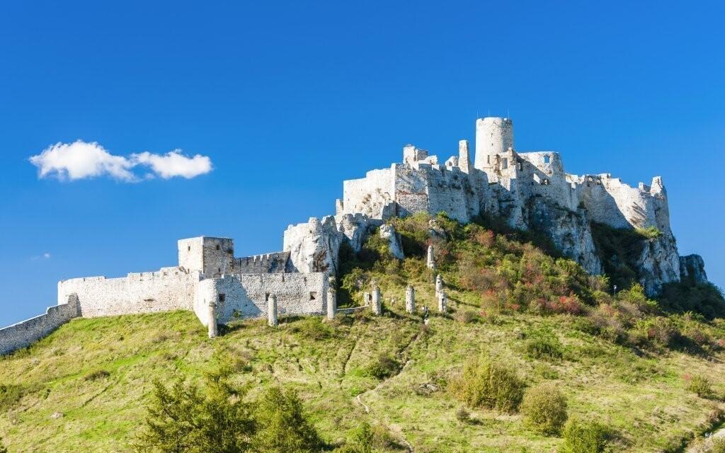 Pozrite sa tiež k známemu Spišskému hradu
