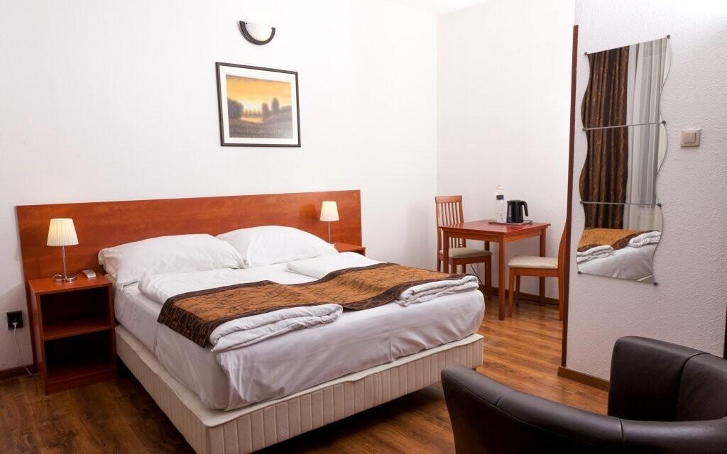 Ubytováni budete ve dvoulůžkových pokojích