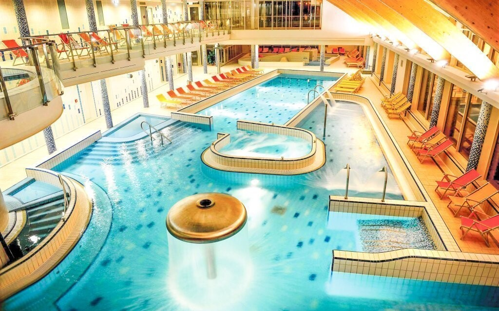 Užite si neobmedzený vstup do wellness s 11 bazénmi