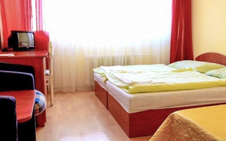 Odpočinete si v komfortně zařízených pokojích