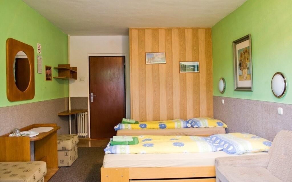 Pokoje jsou standardně a pohodlně vybavené