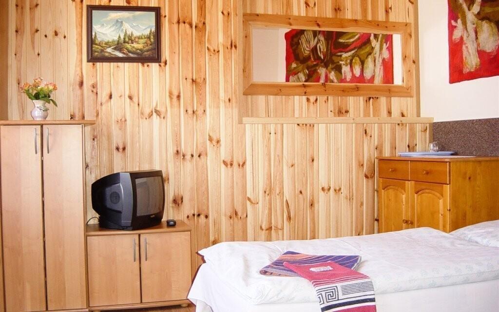 Ubytujte se v pokojích nebo apartmánech Penzionu Elis