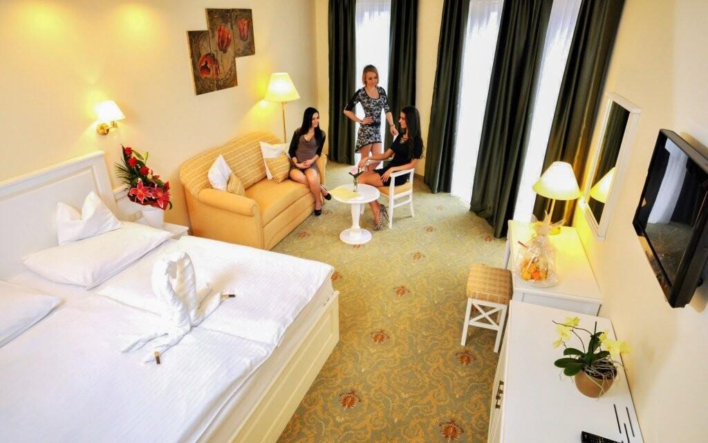 Kromě dvoulůžkového pokoje si můžete dopřát apartmán