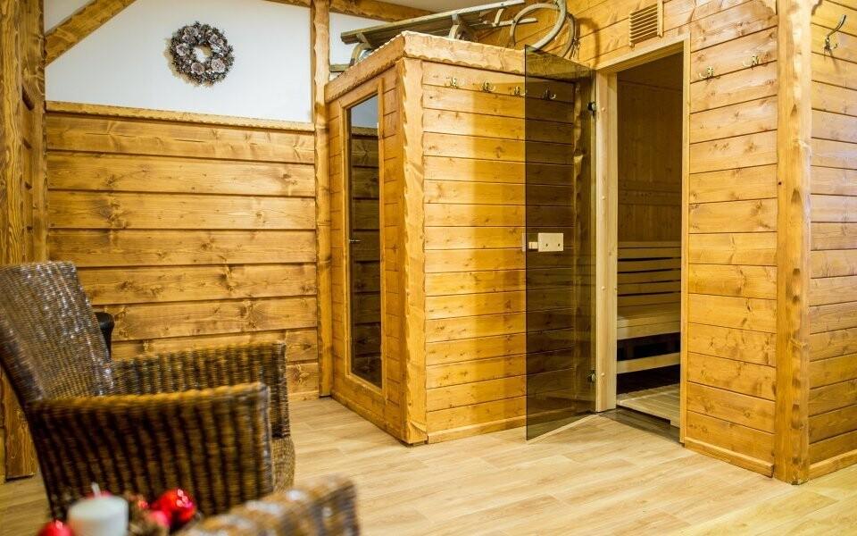 Vstup do místní infra sauny máte v ceně