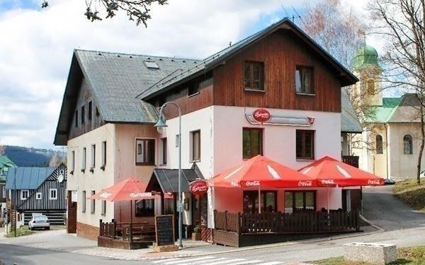 Hotel Anna *** leží v centru Harrachova