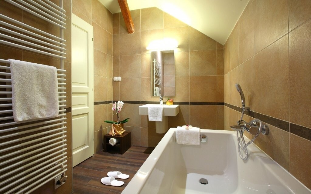 Standardní i Deluxe pokoje mají vlastní koupelnu