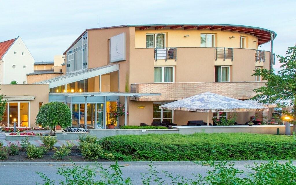 CE Plaza Hotel **** leží v Siófoku