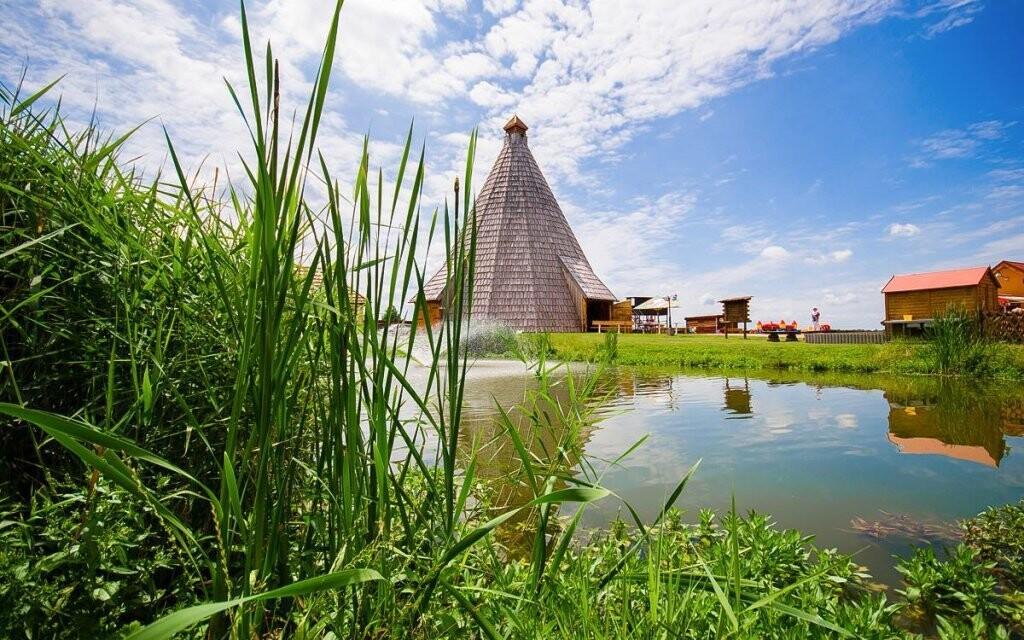 Moderní Vigvam resort nabízí ubytování i wellness