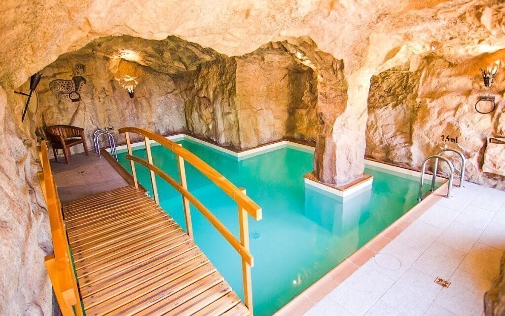 Stylový bazén můžete využívat neomezeně
