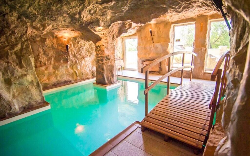 Jaky byste se koupali v jeskyni
