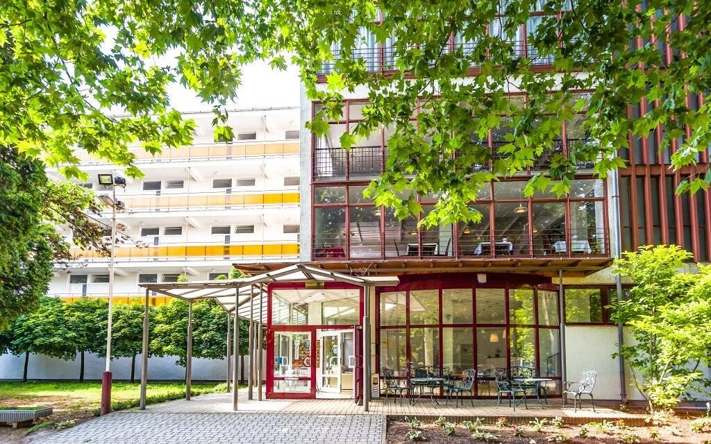CE Hotel Napfény *** stojí v centru dění