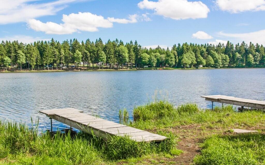 Ubytujte se v Penzionu Sykovec na břehu rybníka