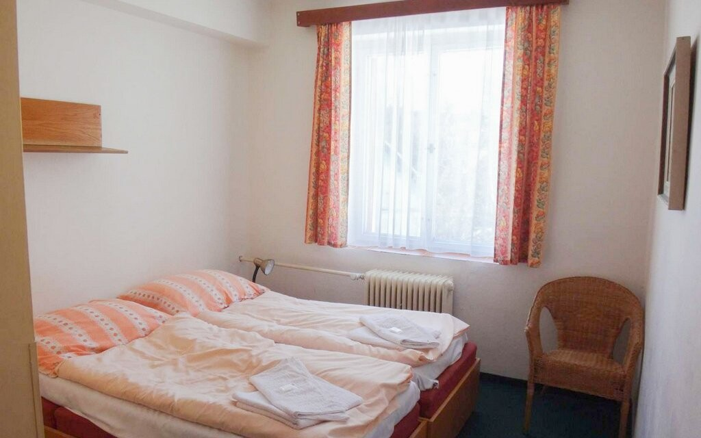 Pokoje jsou vybaveny TV/SAT a WiFi připojením