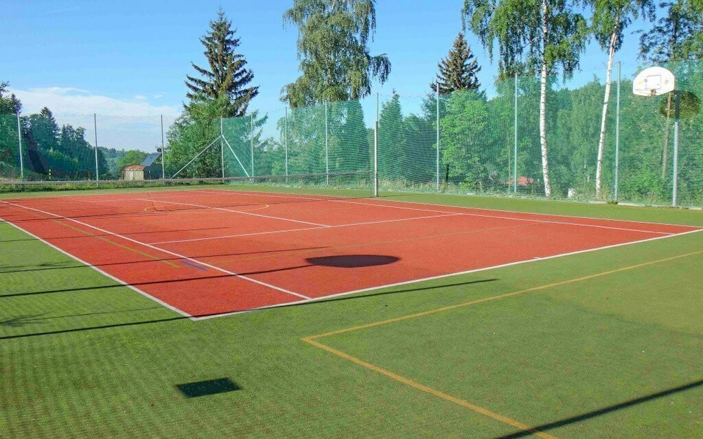 Zahrajte si tenis a odreagujte se