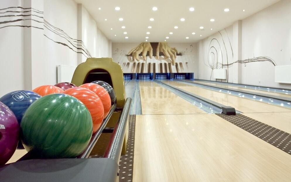 K dispozici jsou čtyři bowlingové dráhy