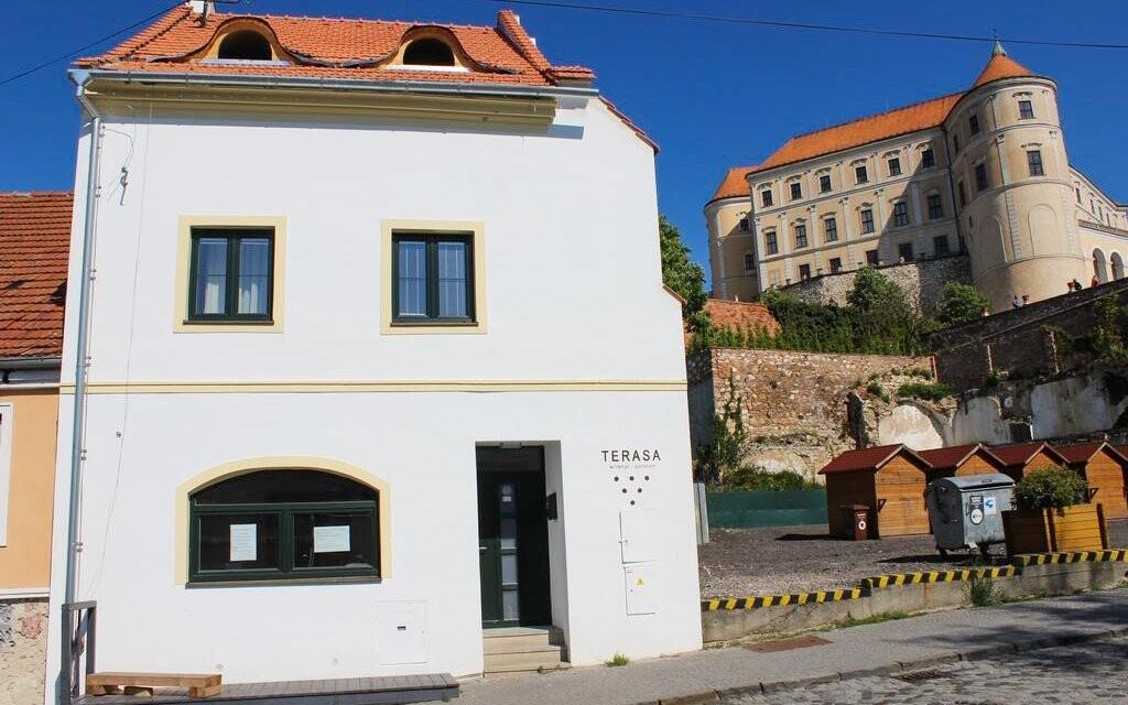 Penzion Terasa stojí v Mikulově přímo pod zámkem