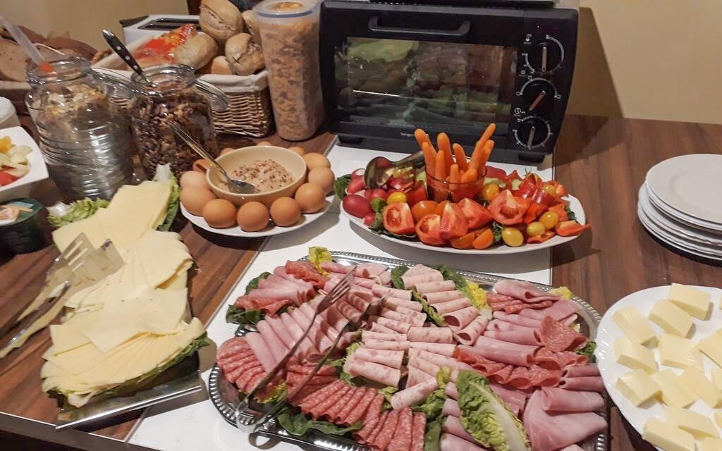 Ráno vás čeká bohatý snídaňový bufet