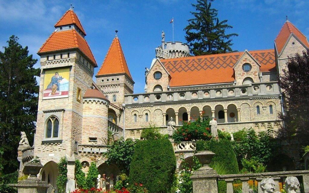 Zámok Bory je obľúbená turistická atrakcia