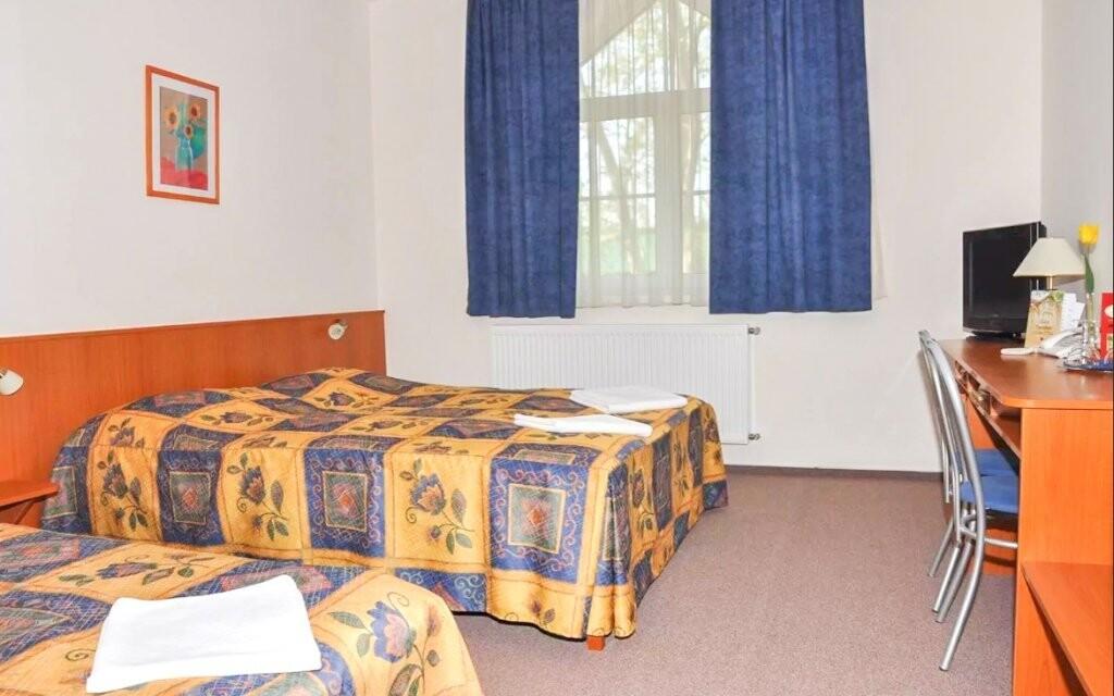 Každá izba je vybavená klimatizáciou a vlastnou kúpeľňou