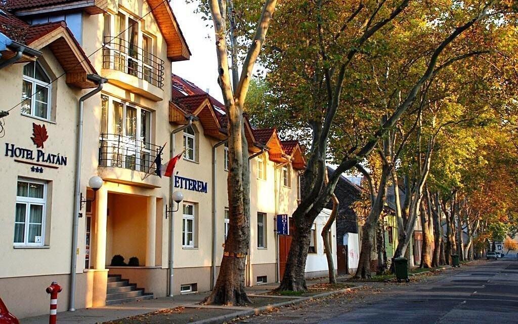 Hotel Platan *** sa nachádza v centre mesta